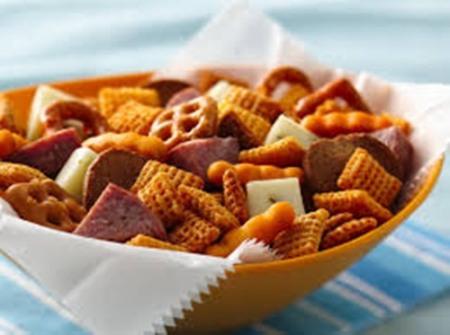 Bahaya & Cara Mengendalikan Kebiasaan Mengkonsumsi Cemilan - Orang dewasa bisa ngemil tapi anak jangan diajari sejak dini